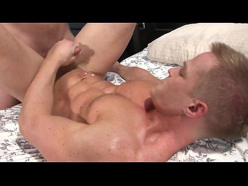 Heerlijke homo jongens komen spuitend klaar