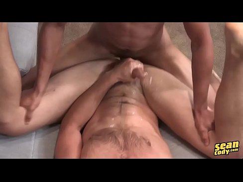 Onbeschermde anale seks tussen twee geile gay boys